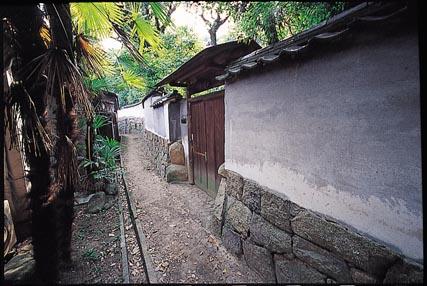 旧出雲藩屋敷前の路地
