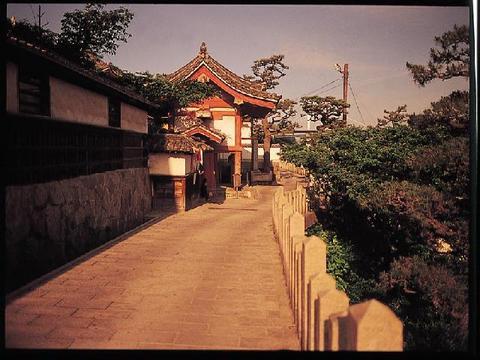 夕陽の道(浄土寺山門から西)