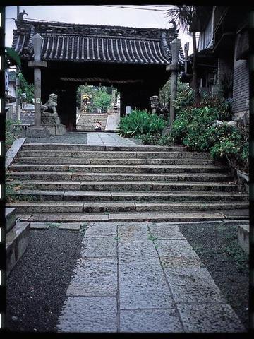 八幡神社から商店街までの参道