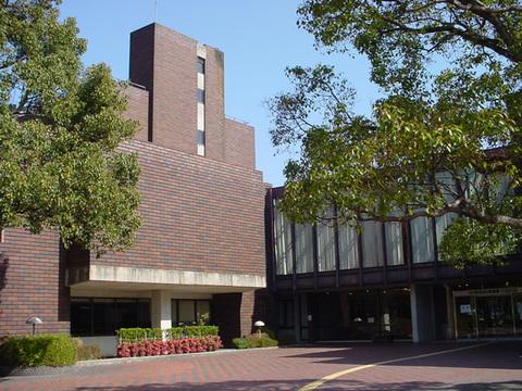 山口県立図書館