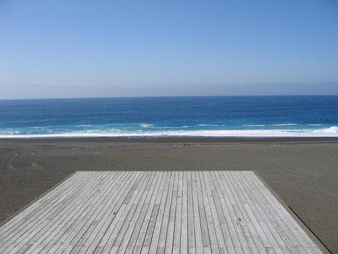 青い水平線