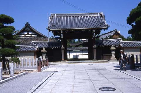 Main gate, Hontokuji Temple