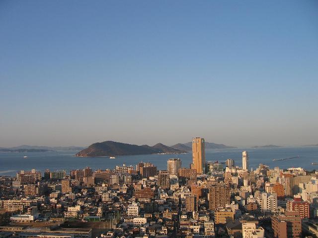高層ビルからの高松市内の眺め
