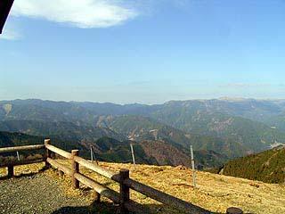 山々を見下ろす展望台。
