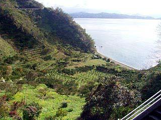 山間のリアス式海岸。