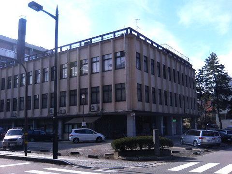 警察署にもなった雰囲気あるレトロな建物