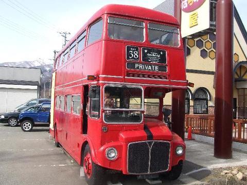 山のはちみつ屋の赤いバス