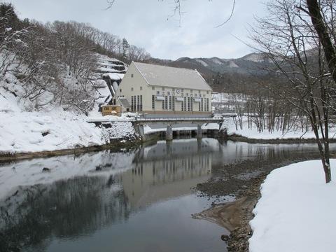 水力発電所前に架かる橋