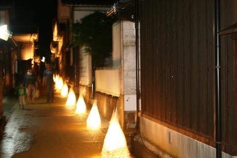蔵通りと和紙灯篭