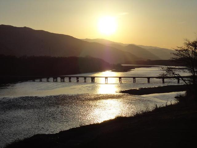 吉野川と脇町の潜水橋