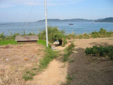 庵治町 トンネルのある浜辺