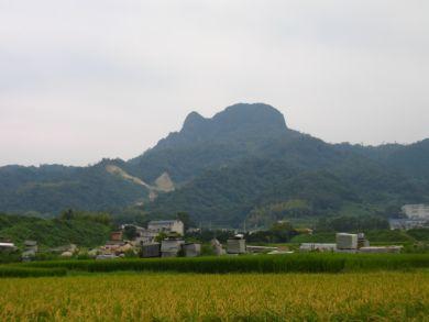庵治町から見た五剣山