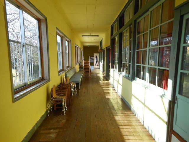 幼稚園内廊下