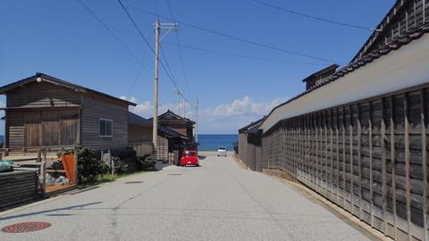 旧角海家住宅横の道
