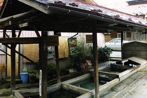 青龍水と同じく祇陀寺と大慈寺が水源の共同井戸。