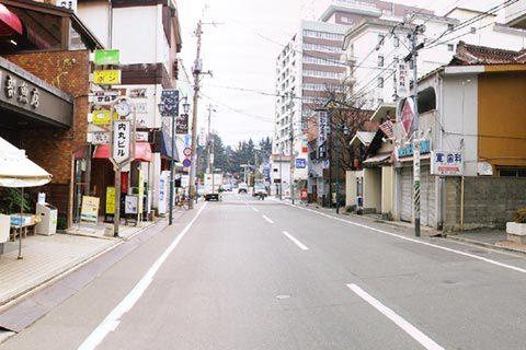 官庁街の裏通り昭和の雰囲気がある通り
