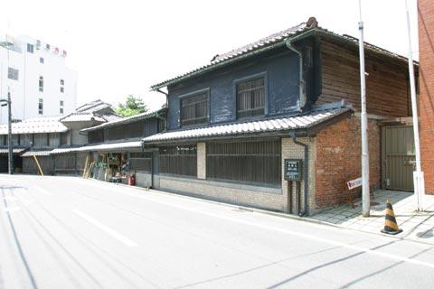 茣蓙九文化13年(1816)創業の商家。建物は江戸末期から明治までのもの。